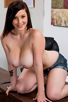 Noelle Easton Stripping And Spreading Her Legs