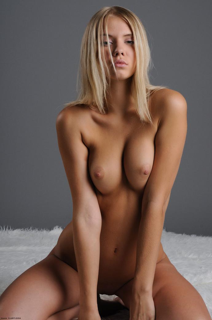 devushki-foto-blondinki-golie